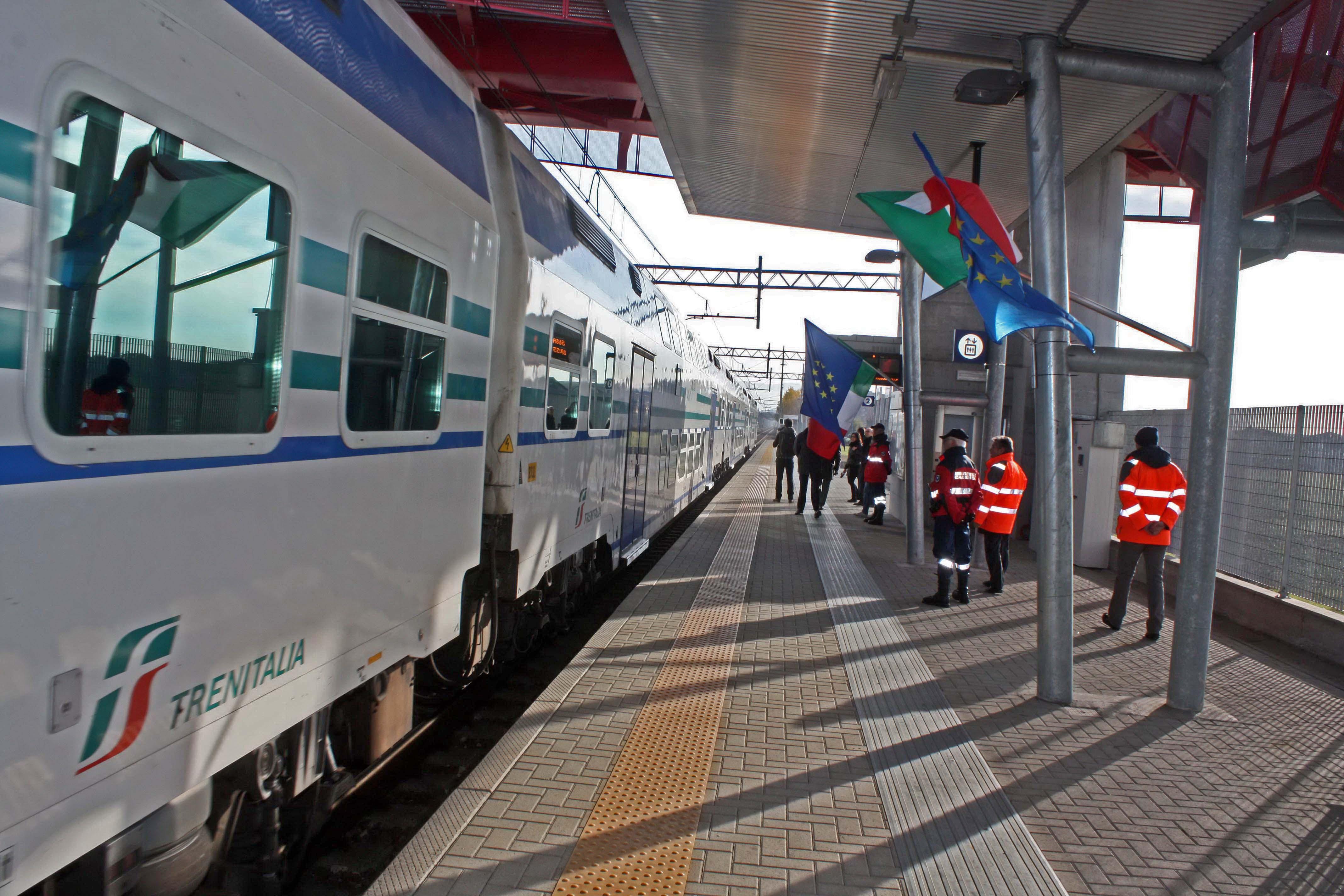 Alla fermata di Grugliasco c'è un treno ogni mezz'ora. Il centro di Torino raggiungibile in 10 minuti con il bus.