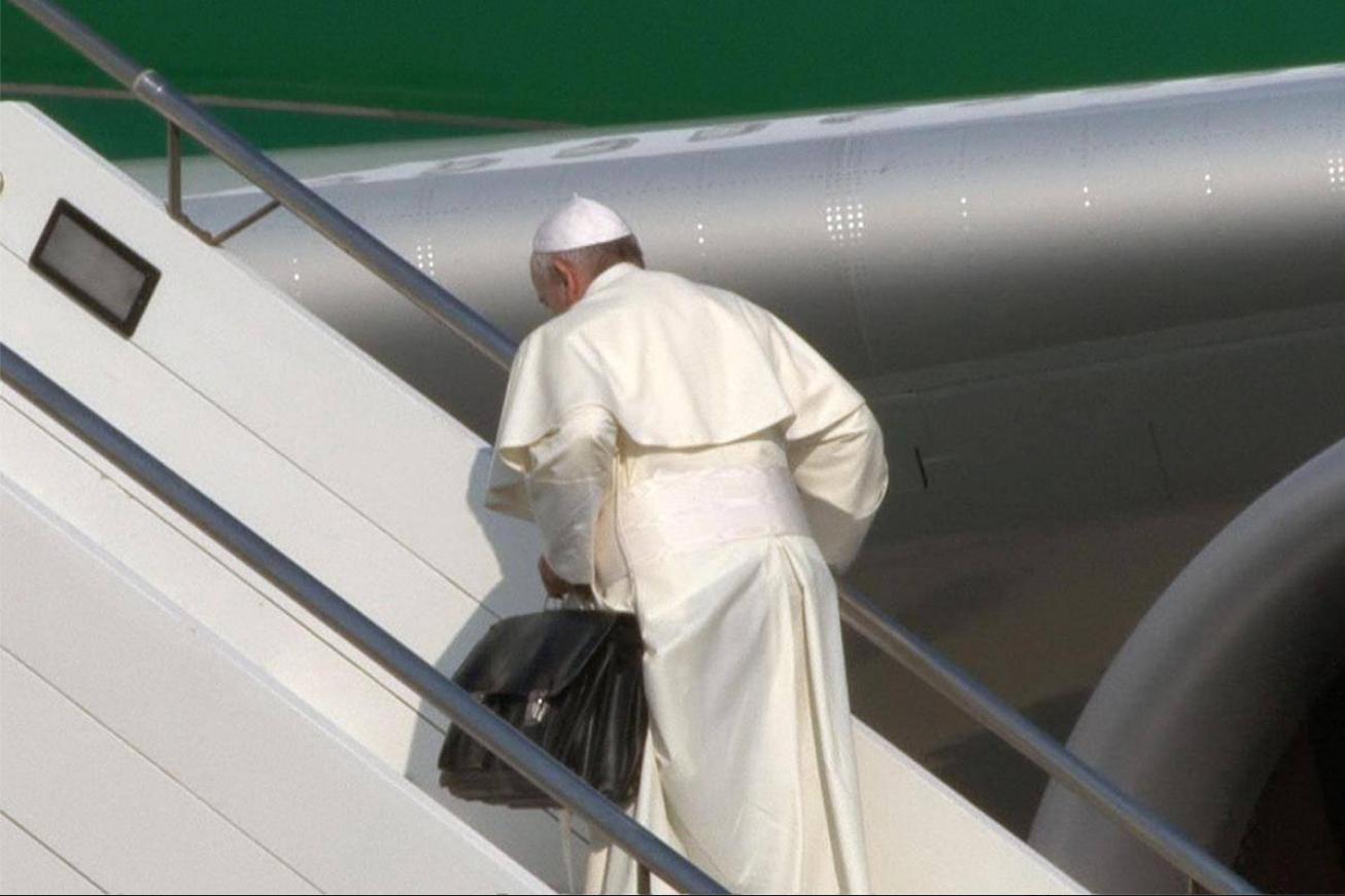 Francesco, il Papa con la valigia