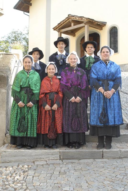 Gravere. Grande festa domenica 8 settembre: Festeggiata la Patrona e nove coppie di sposi