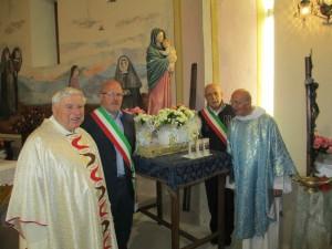 16_parroci e sindaci con statua Vergine