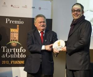 Fabrizio Barbero premiato da Roberto Vitali