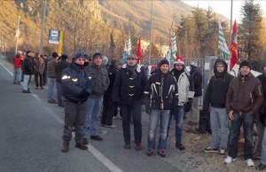 Dicembre 2013, lavoratori Bertone davanti ai cancelli
