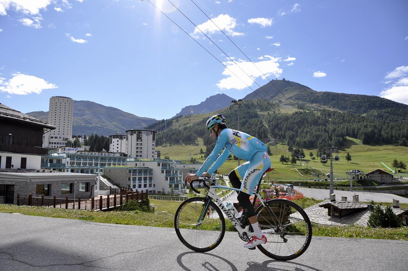 """Sestriere. Fabio Aru sulle Montagne Olimpiche per preparare la """"Vuelta"""""""