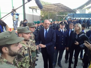 Il ministro Alfano in una visita a Chiomonte