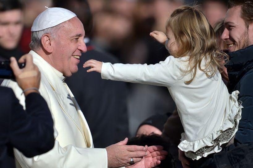 """Inizia il Sinodo. Papa Francesco: """"La famiglia, scuola senza pari di umanità"""""""
