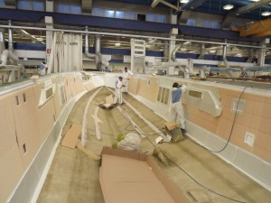 Lavoratori Azimut all'opera all'interno dello stabilimento di Avigliana