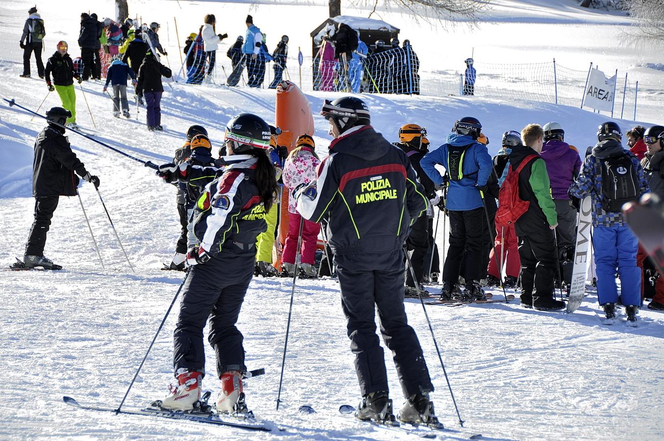 La Polizia Locale al servizio dei cittadini.  La nostra sicurezza sulle piste da sci.