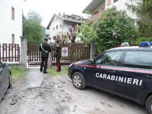 I carabinieri davanti al condominio di via Genova a Bardonecchia