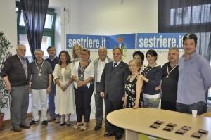 Foto di gruppo per i poeti premiati