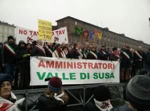 Sindaci No Tav in piazza Castello a Torino