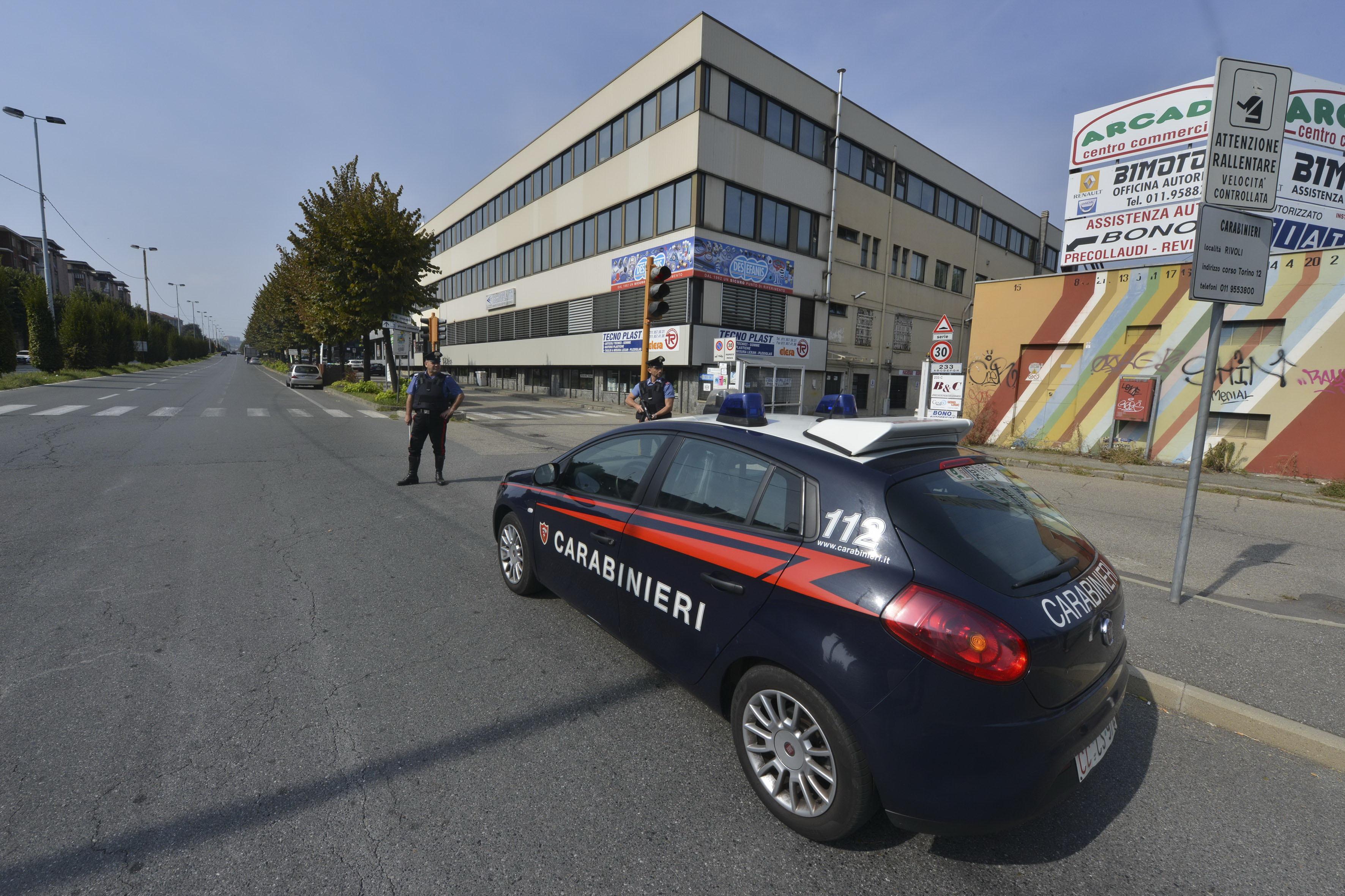 Rivoli: tre donne arrestate dopo aver svaligiato un alloggio. Decisiva la telefonata di una cittadina