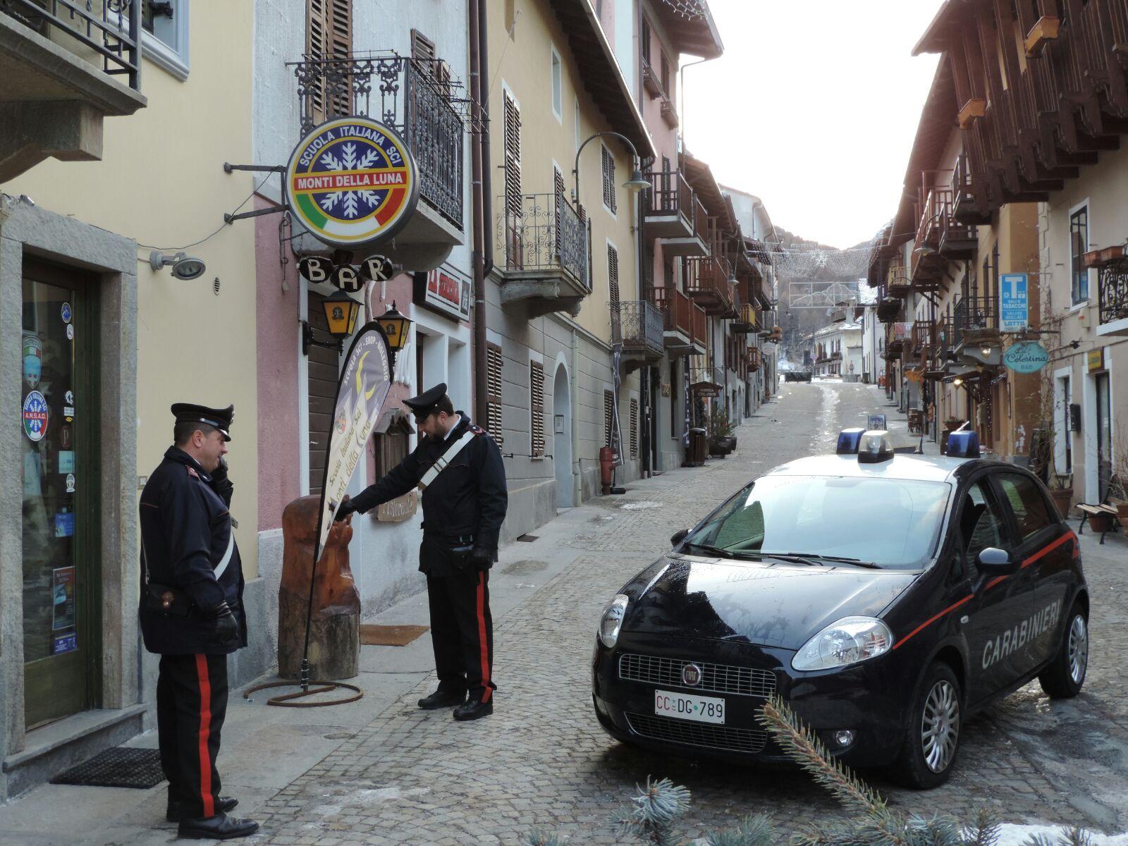 Vandali a Cesana, venti giovani denunciati