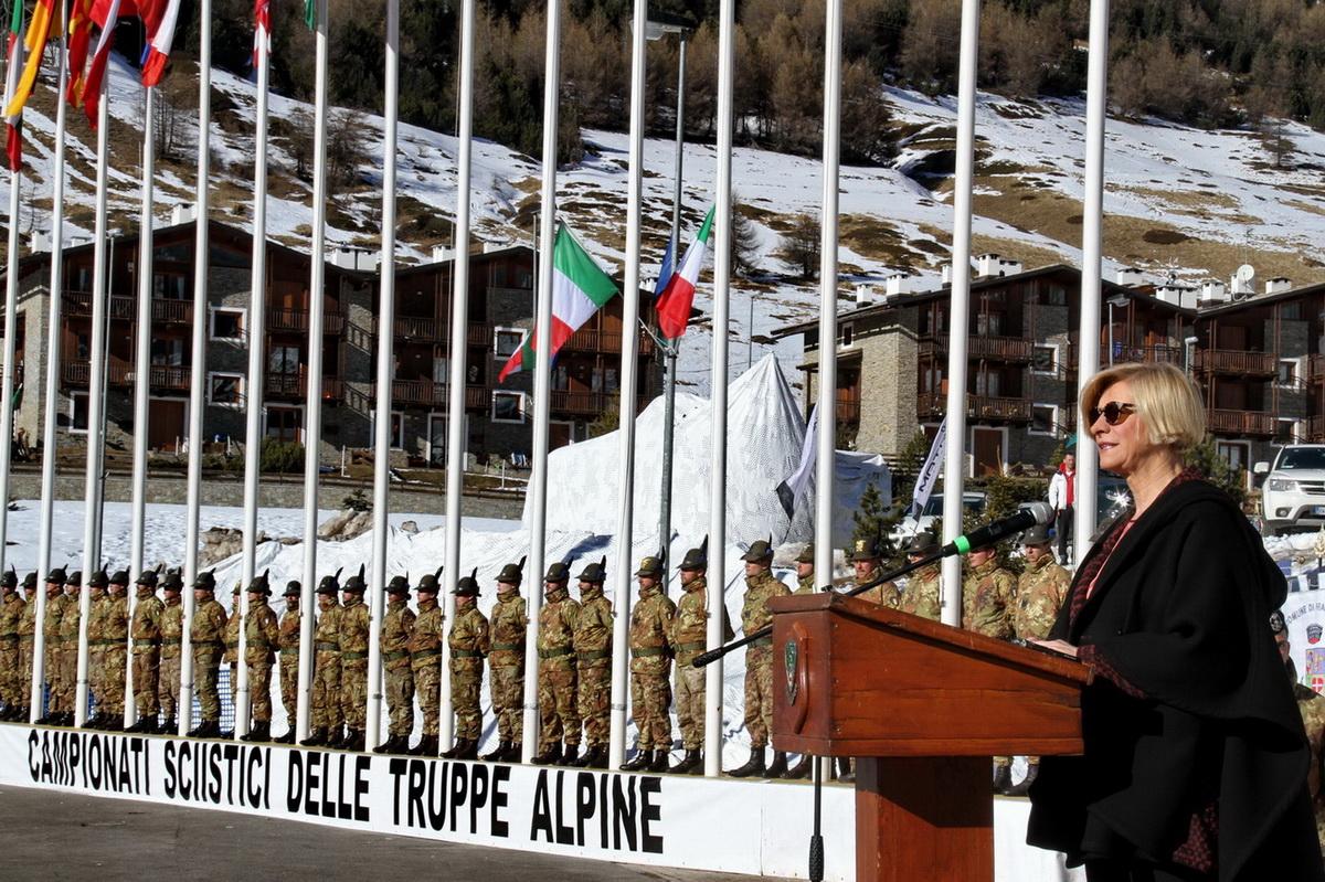 """CaSTA 2016: il 4° reggimento Alpini paracadutisti vince il Trofeo """"Medaglie d'Oro Alpine"""""""