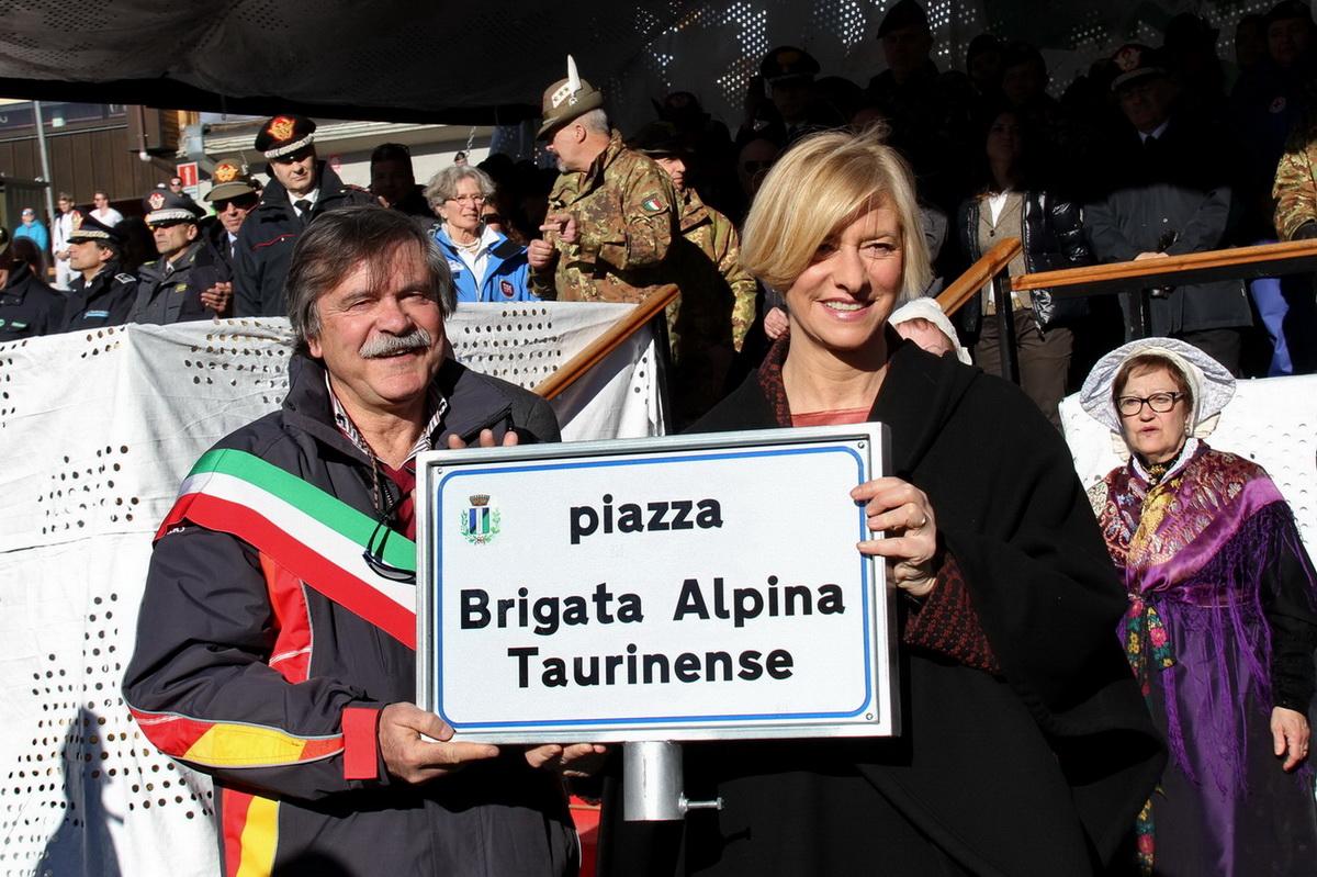 """SESTRIERE: ora c'è """"Piazza Brigata Alpina Taurinense"""""""