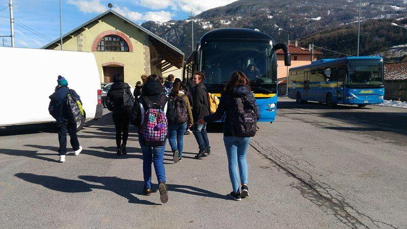 Ma quanto é caro andare a scuola in Alta Valle! Tra gli studenti c'è chi spende più di mille euro all'anno