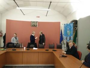 Piero Fassino con il sindaco di Sant'Ambrogio Dario Fracchia in sala consiliare