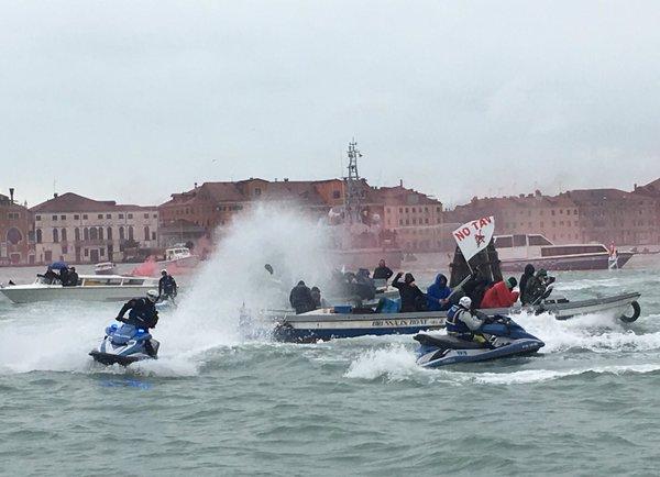 Venezia, battaglia navale No Tav