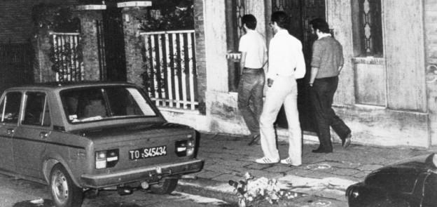 Il luogo dell'omicidio di Bruno Caccia a Torino, pochi giorni dopo. (ARCHIVIO ANSA)