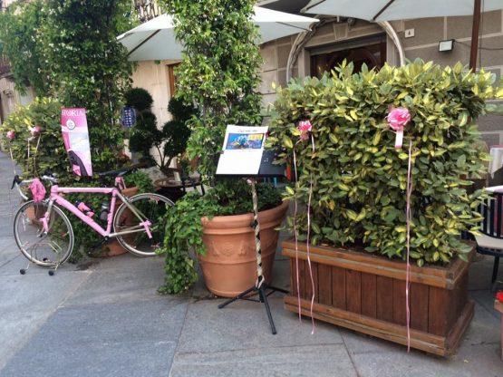 Altra bici in rosa ala Caffè delle Arti