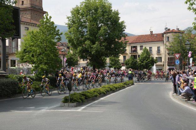 Il passaggio in piazza San Lorenzo (FOTO GIORGIO BASSO)