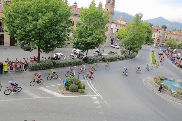 Il passaggio in piazza San Lorenzo (FOTO RENZOBRICO)