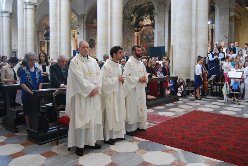 """Il giorno del """"sì"""" di Cristiano, da ex poliziotto a sacerdote"""