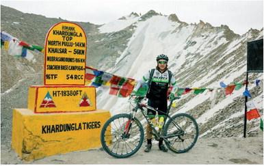 Giordano Abbà, un segusino in bici sulle cime himalayane