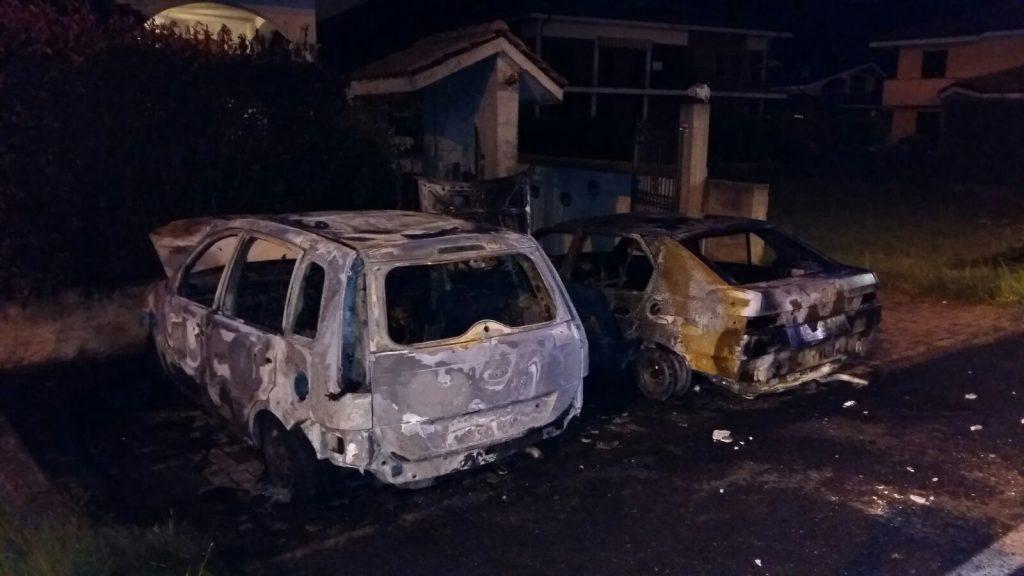Auto bruciate a Borgone: forse è stato un piromane