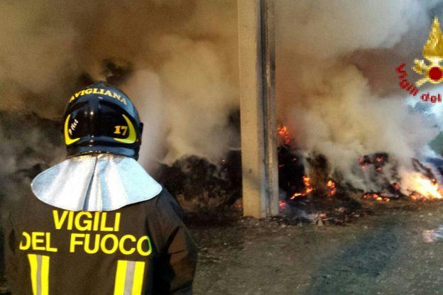 Fienile in fiamme a Bertassi (Avigliana)