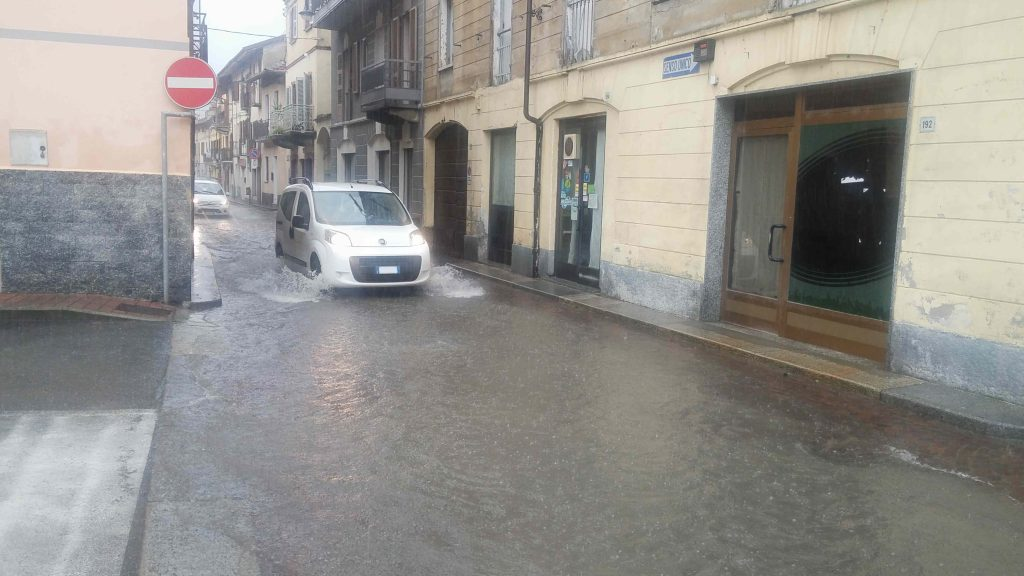 S.Antonino, un torrente in centro paese