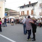 Si balla in piazza Gramsci