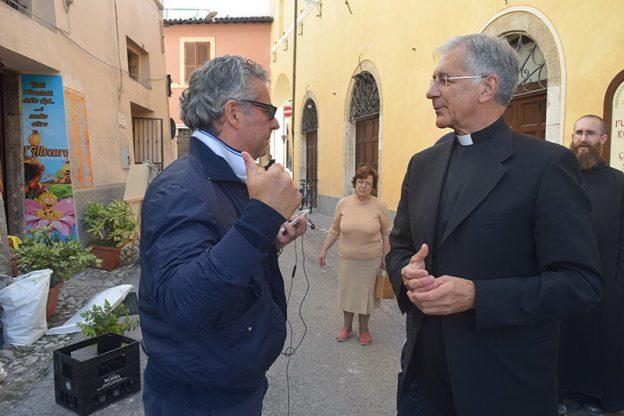 Renato Boccardo con il sindaco di Norcia dopo il terremoto di agosto