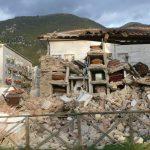 Che cosa resta del cimitero adiacente la chiesa distrutta di San-Salvatore