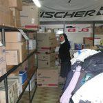 Suor Angelina Cavarzan nel centro raccolta aiuti della Caritas di Spoleto