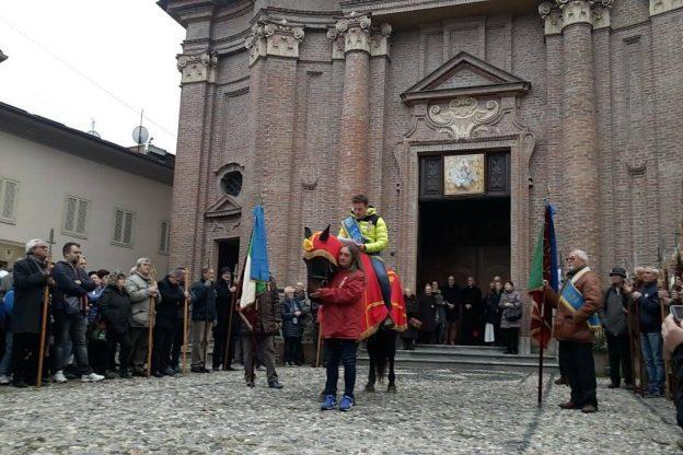 S.Ambrogio é festa: l'Abbà parla (e balla) in piazza