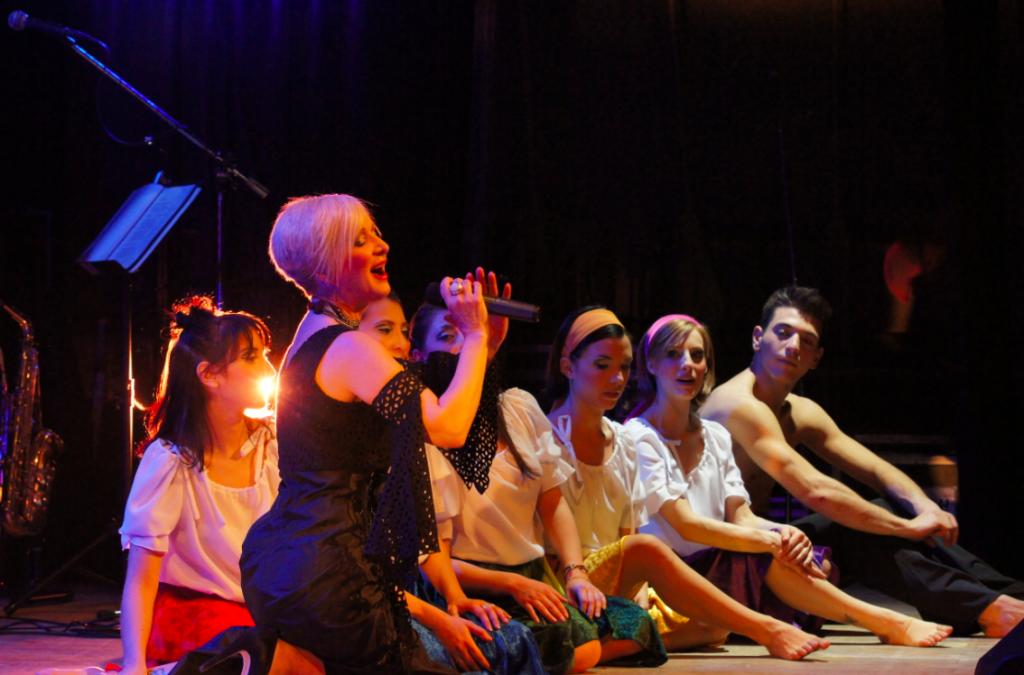 Maria Russel ad Avigliana canta l'amore