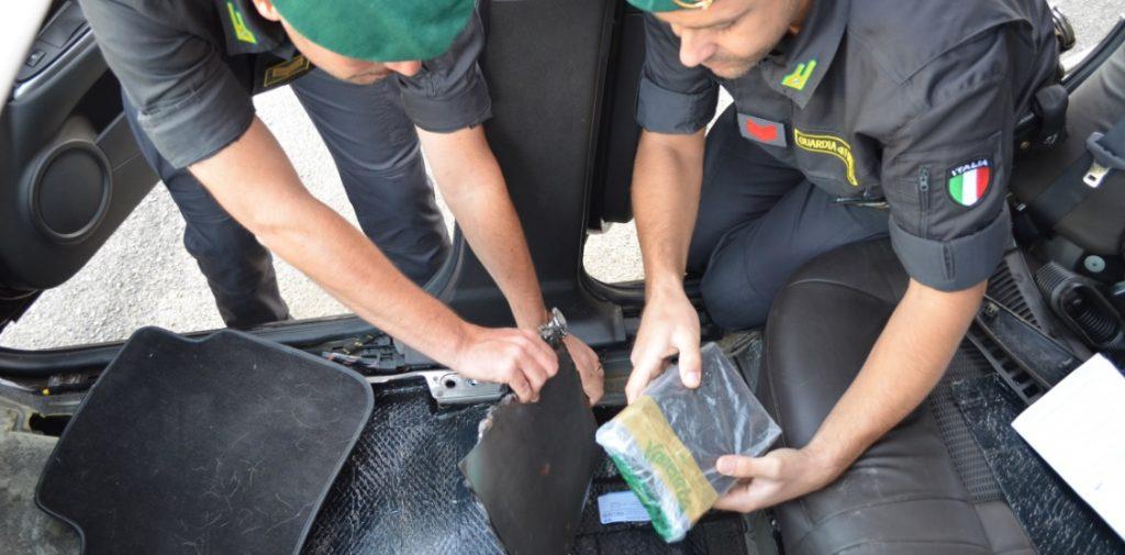 Maxi operazione antidroga della Finanza: 17 arresti e 30 perquisizioni