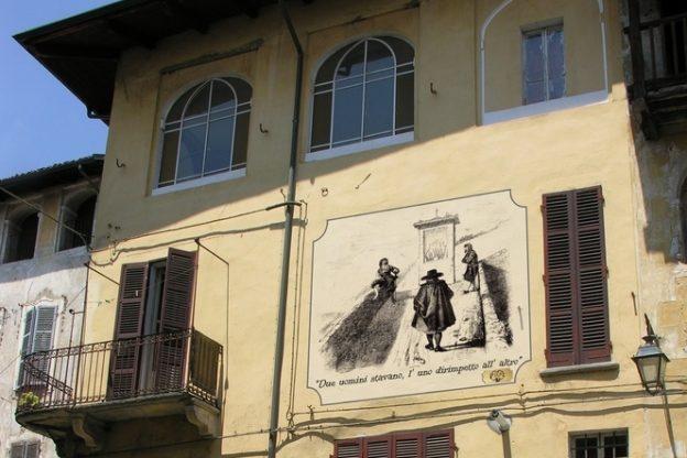 Giaveno, sui muri del centro storico i Promessi Sposi del Gonin