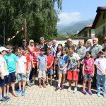I sindaci di oggi e di ieri con i bambini e il Comitato Gemellaggio