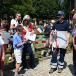 L'omaggio dei bambini ai due sindaci