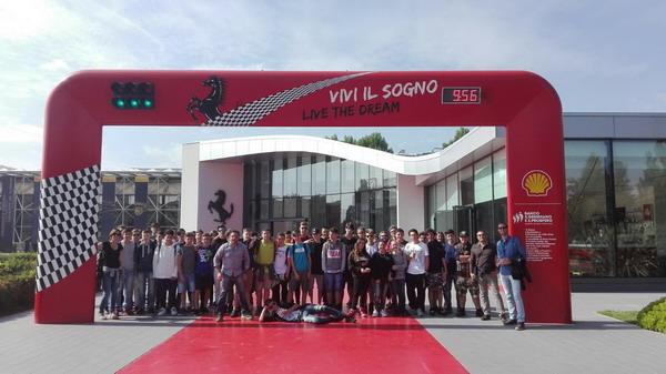 """Studenti del """"Ferrari"""" di Susa  a Mirabilandia e a Maranello"""
