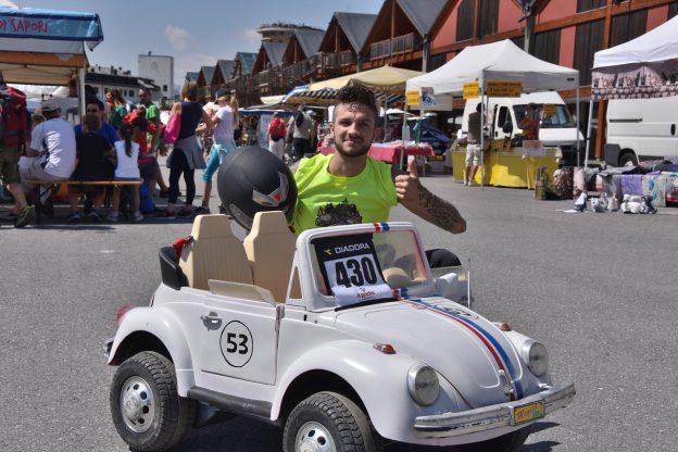 Il vincitore della classe Serie, Alex Scandiuzzi, e il suo Maggiolino Dudù
