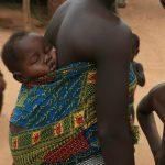 Kamé, una madre con il suo bambino