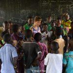 Francesca con i bambini del laboratorio di danza