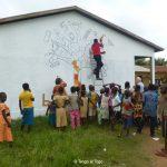 Lavori in corso con il mural dell'école catholique