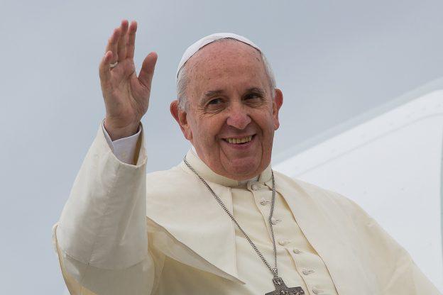 Papa Francesco invita a pregare il Santo Rosario