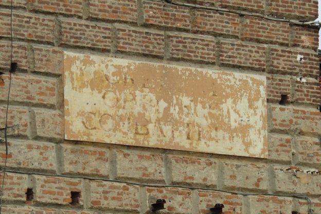 Giaveno, l'Anpi chiede di cancellare la scritta fascista sul campanile