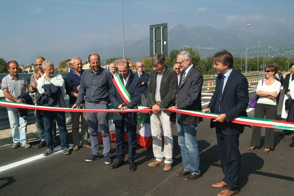 Avigliana, inaugurata giovedì 28 (ma non ancora aperta)  la bretella che collega l'A32 con la rotonda di Drubiaglio.
