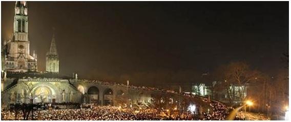 Su Tv2000 alle 21, in diretta da Lourdes la Processione Aux Flambeaux