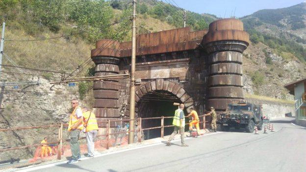 Lavori in corso all'imbocco del tunnel ferroviario del Frejus